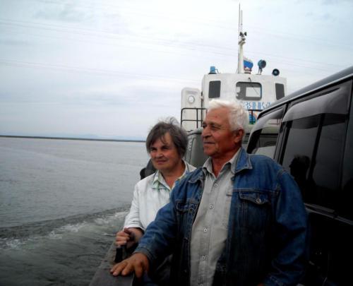 Возвращение с поля на пароме в устье реки Яна. 2012